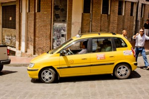 cuenca-taxi-calle-large